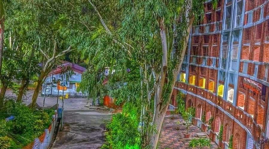 পরীর পাহাড় থেকে চট্টগ্রাম আদালত ভবন